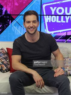 Luke Roberts visits the the Young Hollywood Studio on January 2017 in Los Angeles, California. Hollywood Studios, Holby City, Luke Roberts, Sexy Men, Hot Men, Hot Guys, Black Sails, Gorgeous Men, Beautiful People