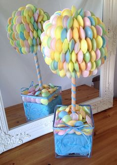 Flying saucer sweet tree, anyone? Creative and colourful, we love it! Decoration Buffet, Candy Trees, Sweet Carts, Sweet Trees, Candy Cart, Wedding Sweets, Chocolate Bouquet, Snacks Für Party, Candy Buffet