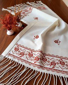 Diy And Crafts, Tableware, Cross Stitch Owl, Washroom, Tejidos, Needlepoint, Dinnerware, Tablewares, Dishes