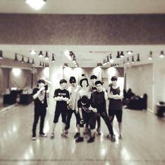 Super Junior celebrate the 8th anniversary of official fanclub ELF | http://www.allkpop.com/article/2014/06/super-junior-celebrate-the-8th-anniversary-of-official-fanclub-elf