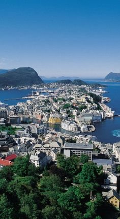 Ålesund, #Norway http://en.directrooms.com/hotels/subregion/2-39-453/
