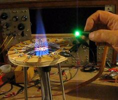 Homemade copper oxide thermoelectric generator comprised of copper wire mounted to a plywood ring. Diy Generator, Homemade Generator, Power Generator, Homemade 3d Printer, Homemade Tools, Diy Electronics, Electronics Projects, Arduino, Thermoelectric Generator