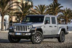 Das neue Modell markiert die Rückkehr der Marke in das Pickup-Segment und kommt zu den Feierlichkeiten des 80-jährigen Jubiläums von Jeep® zu den europäischen Händlern. Jeep Gladiator, Pick Up, City, Vehicles, Futurism, Celebrations, Scale Model, Cities, Car