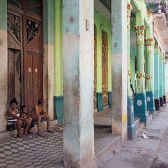 Havanna und seine Farben #architektur #cuba #kuba #nature #holidays #car #beautiful #ig_worldclub #ig_cuba #architecture #antik #unacubalibre #cubalibre #lahabana #loves_havana #loves_habana #streetphotography #nightlife #karibik #caribe #caribic www.porip.de