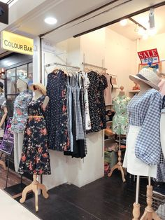 During my first trip to Bangkok, I went shopping around without much research, and it was pretty disappointing! But for this second trip to Bangkok, I went well-prepared with a list of potential shopping places. Singapore Travel Outfit, Bangkok Outfit, Thailand Outfit, Thailand Shopping, Bangkok Thailand, Thailand Travel, Travel Map Pins, Shopping Places, Travel Couple