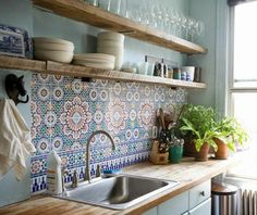 32 Lovely Bohemian Kitchen Decor for Cozy Kitchen Inspiration - Page 5 of 34 Kitchen Shelf Design, Kitchen Shelves, Kitchen Colors, Interior Design Kitchen, Kitchen Backsplash, Open Shelves, Interior Livingroom, Rustic Shelves, Cozy Kitchen