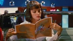 Uma Thurman as Mia Wallace in Pulp Fiction Mia Wallace, Disfraz Pulp Fiction, Pulp Fiction Costume, Uma Thurman Poison Ivy, Uma Thurman Kill Bill, Emma Peel, Uma Thurman Pulp Fiction, Italian Neorealism, Non Plus Ultra