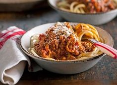 Best ever spaghetti bolognese Our most popular recipes in 2015 Midweek Meals, Easy Meals, Simple Meals, Healthy Dinners, Healthy Food, Vegetarian Recipes, Cooking Recipes, Cooking 101, Cooking Videos