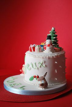 Here's a set of sweet Christmas cake decorating ideas and designs which are really delicious. These decorated Christmas cakes are perfect for this season. Christmas Cake Designs, Christmas Cake Decorations, Christmas Cupcakes, Christmas Sweets, Holiday Cakes, Christmas Cooking, Xmas Cakes, Christmas Meals, Christmas Candy