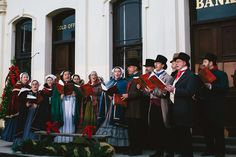 Singing christmas carols in Sovereign Hill via www.fabulous-femme.com