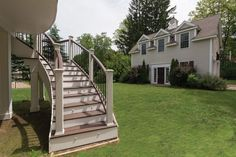 TrexPro Pete Ciaraldi of Professional Building Services explains how he adds unique touches to his clients' decks by creating curved designs in this Professional Deck Builder article.
