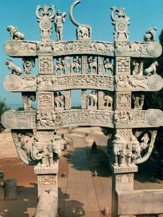 The North Torana is 9m in hieghtand consists of two square pillars and three architraves with scrolled ends. http://www.guiddoo.com/