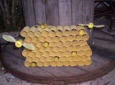 easy bee crafts for kids « Preschool and Homeschool Back To School Crafts For Kids, Bee Crafts For Kids, Preschool Crafts, Art For Kids, Draw A Hexagon, Bee Activities, Theme Nature, Insect Crafts, Bee Party