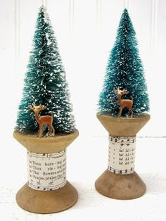 Sapins de Noël Simply Country Life: Bottle Brush Trees and Old Wooden Spools Noel Christmas, Rustic Christmas, Christmas Tree Ornaments, Vintage Christmas, Xmas Trees, Primitive Christmas, Wooden Spool Crafts, Wooden Spools, Christmas Projects