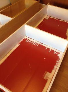 Pintura para azulejos para dar un efecto de lacado brillante al pintar muebles con capa de melanina sin tener que lijar.