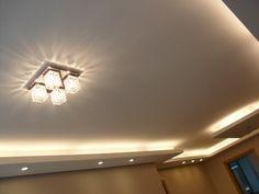 Qual a diferença do rasgo de luz para a sanca aberta? De tempos em tempos, temos aí tendências que vem e vão na decoração. Um daqueles, em projetos de gesso e iluminação é o rasgo de luz. Esse nome, um tanto curioso, vem do fato que conceitualmente o rasgo de luz é um recorte no ... Leia mais...