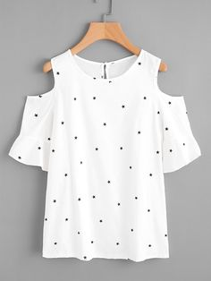 To find out about the Plus Open Shoulder Frill Cuff Star Print Top at SHEIN, part of our latest Plus Size Blouses ready to shop online today! Girls Fashion Clothes, Girl Fashion, Fashion Outfits, Clothes For Women, Classy Outfits, Casual Outfits, Cute Outfits, Stylish Tops, Trendy Tops