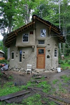 pictures clay & cobb homes | Round Cob House Built by the Mudgirls