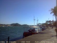Canal do Itajuru em Cabo Frio, Estado do Rio de Janeiro,Br. Este canal liga a Laguna de Araruama ao mar. Este é o trecho final do canal,já bem próximo à sua desembocadura. Foto: Cida Werneck
