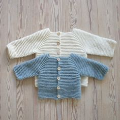 Lille ny… Knitting For Kids, Easy Knitting, Crochet For Kids, Diy Crochet, Crochet Baby, Easy Sweater Knitting Patterns, Baby Barn, Baby Cardigan, Baby Sweaters