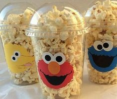Set of 8 Elmo PopCorn Box Elmo Favor Bags Elmo por HelloFaithParents spend 808 MSet of 12 Elmo Party Cups Elmo Elmo Birthday Party by HelloFaithYou will receive Super Cute Elmo, Cookie Monster or Big Bird Snack Cups. >These cups are Disposable. Monster Birthday Parties, Elmo Birthday, First Birthday Parties, Birthday Ideas, Festa Cookie Monster, Elmo Party Favors, Party Cups, Party Drinks, Favor Bags