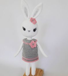 Crochet Bunny, Stuffed Animal Patterns, Eminem, Bandana, Lana, Hello Kitty, Crochet Patterns, Dolls, Knitting