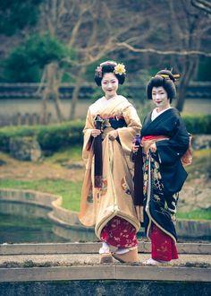 Oiran & Geisha   1-Maiko Fumino(Source)  2-Maiko Toshikana and...