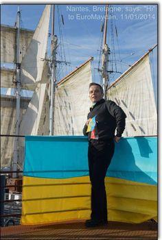 Via Laurent Brayard  célèbre néonazi français se pavanant avec les couleurs de #PravySektor à Nantes Bernard G.