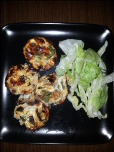 Chicken, Pepper & Mushroom mini quiches is really quick to prepare and is ready in 25 minutes. It is made with low fat cottage cheese believe it or not and tastes great and is something different, but really filling at the same time. Meals Under 200 Calories, 400 Calorie Meals, Low Calorie Recipes, Diet Recipes, Cooking Recipes, Healthy Recipes, Recipies, Mushroom Quiche, Clean Eating