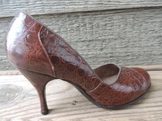 835cbd0ed76 1950s alligator pumps vintage brown round toe rockabilly high heels 5 1 2  Gabor Shoes