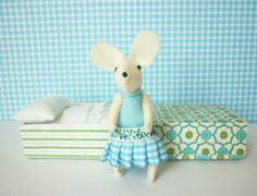 Just because this is so stinkin' cute!  Atelier Pompadour via Etsy