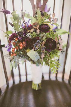 http://www.modwedding.com/2014/10/30/effortlessly-beautiful-rustic-wedding-new-jerseys-rodes-fireside/ #wedding #weddings #bridal_bouquet photo: Amie Schroeder Photography