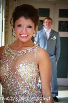 Photography Poses : – Picture : – Description Prom picture idea -Read More – Homecoming Poses, Homecoming Pictures, Prom Poses, Senior Prom, Prom Pictures Couples, Prom Couples, Couple Pictures, Teen Couples, Maternity Pictures
