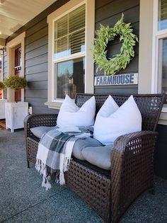 45 Rustic Farmhouse Front Porch Decorating Ideas – Best Home Decorating Ideas - Page 19 Farmhouse Style, Farmhouse Decor, Farmhouse Ideas, Modern Farmhouse, Farmhouse Signs, French Farmhouse, Farmhouse Furniture, Patio Planters, Pergola Patio