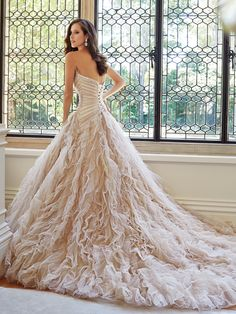 Sophia Tolli wedding dresses 2014 Fall collection provides two distinct feelings: soft romanticism and traditional bridal drama. Gowns with exceptional draping, fit and cut are always the signature style of the designer's collection. Take a look! Wedding Dresses 2014, Designer Wedding Dresses, Bridal Dresses, Wedding Gowns, Dresses 2016, Sophia Tolli, Strapless Organza, Sweetheart Wedding Dress, Mod Wedding