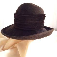 Vintage 70s ladies felt hat qith velvet trim by coolclobber