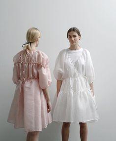 Designer We Love: Cecilie Bahnsen :: This Is Glamorous Runway Fashion, High Fashion, Fashion Show, Fashion Outfits, Fashion Design, Fashion Trends, Nice Dresses, Casual Dresses, Summer Dresses