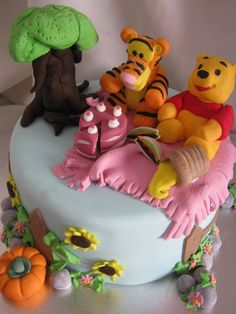Children's Birthday Cakes - Pooh Bear and Tigger Picnic