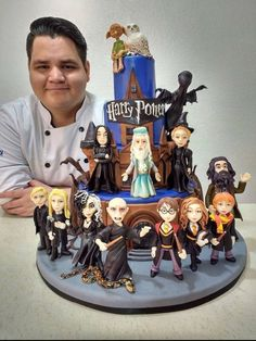 To say I'm impressed by this Harry Potter cake would be an understatement! To say I'm impressed by this Harry Potter cake would be an understatement! Harry Potter Desserts, Bolo Harry Potter, Gateau Harry Potter, Harry Potter Thema, Harry Potter Birthday Cake, Theme Harry Potter, Harry Potter Food, Harry Potter Wedding, Harry Potter Memes