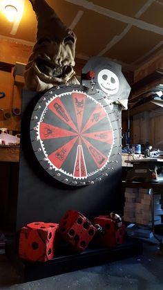 Here's the Oogie Boogie Wheel o Candy I made last year! Halloween Outside, Halloween Circus, Halloween Buckets, Holidays Halloween, Halloween Crafts, Halloween Decorations, Halloween Party, Halloween Yard Art, Nightmare Before Christmas Drawings