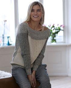 Denne råhvide og grå bluse med snoninger har et elegant miks af garn. Free pattern in Danish