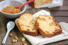 bolo inglês diet - Ingredientes:  – 1 xícara (chá) de farinha de trigo  – 1 xícara (chá) de farinha de trigo integral  – ½ xícara (chá) de adoçante sucralose granular  – ½ xícara (chá) de margarina light  – ½ xícara (chá) de suco de laranja  – ½ colher (chá) de raspas de laranja  – 1 pitada de canela em pó  – 2 ovos  – 1 colher (sopa) de fermento biológico em pó