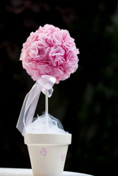 Topiario, maceta pintada a mano, flores de tela hechas a mano. Decoración bautismo y fiesta niña !