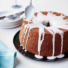 Honey Chiffon cake is an especially light and moist take on the honey cake that is traditionally eaten for Rosh Hashanah, the Jewish New Year. Yellow Sponge Cake Recipe, Sponge Cake Recipes, Delicious Desserts, Dessert Recipes, Delicious Dishes, Biscuits, Angel Food Cake Pan, Honey Recipes, Tea Recipes