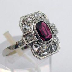 Bague d'époque art déco en or platine rubis et diamants