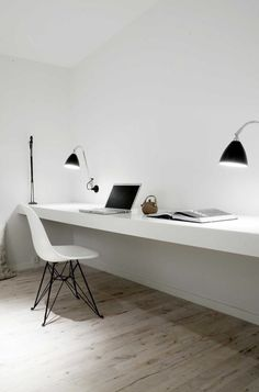 (via Minimalist Pretty: Workspaces | The Minimalistas)