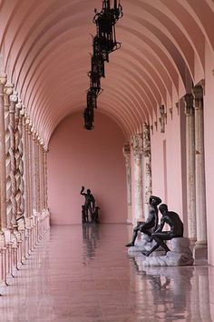 Lost in Museum.... The John and Mable Ringling Museum of Art. Sarasota, Florida, photo by Taty2007 via Wikimedia Commons.