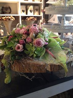 woodland moss and tree trunk slab add nice element Pink Flower Arrangements, Flower Centerpieces, Flower Decorations, Deco Floral, Arte Floral, Floral Design, Wood Flowers, Table Flowers, Pretty Flowers