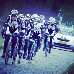 Training on cobblestones. Team Giant Shimano