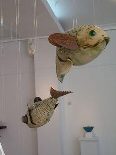 Alfarería Escuela de Arte San Telmo de Málaga. Peces de gres a partir de una pieza al torno.